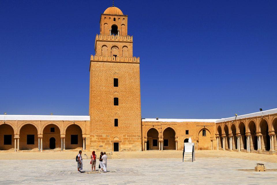 La mosquée de Kairouan , Le minaret de la Grande Mosquée , Tunisie