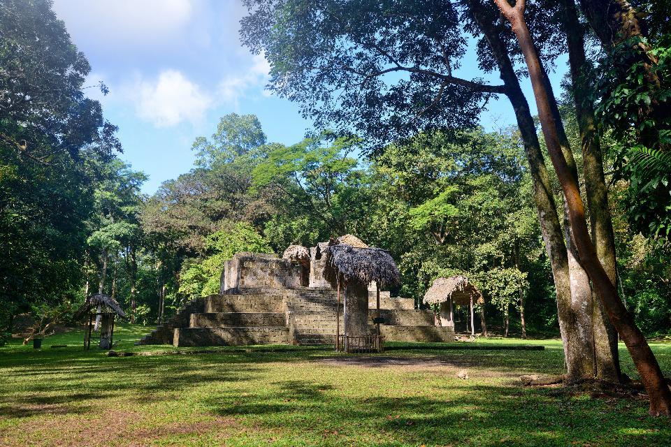 Le site archéologique de Ceibal , Peuple maya , Guatemala