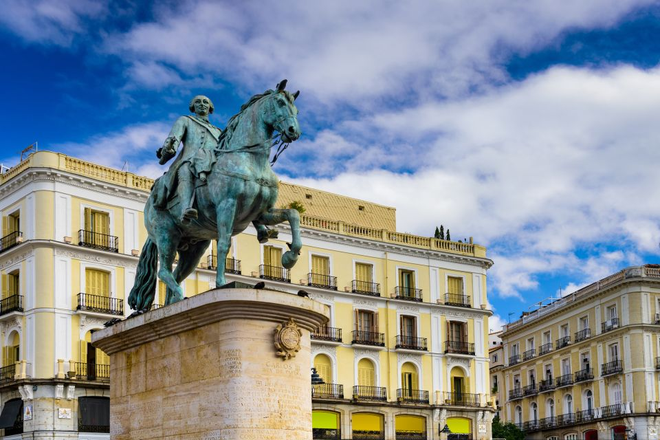 Les monuments, Puerta del sol, soleil, porte, espagne, madrid, communauté, europe, place, statue, art, charles III, roi