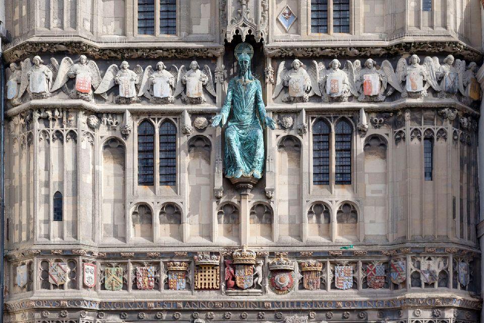 La cathédrale de Canterbury , Détail de la façade d'entrée de la cathédrale , Royaume-Uni
