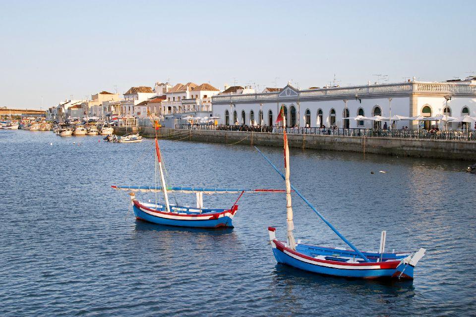 La vieille ville de Tavira , Portugal