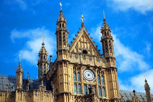 Le Palais de Westminster , Une architecture néogothique , Royaume-Uni