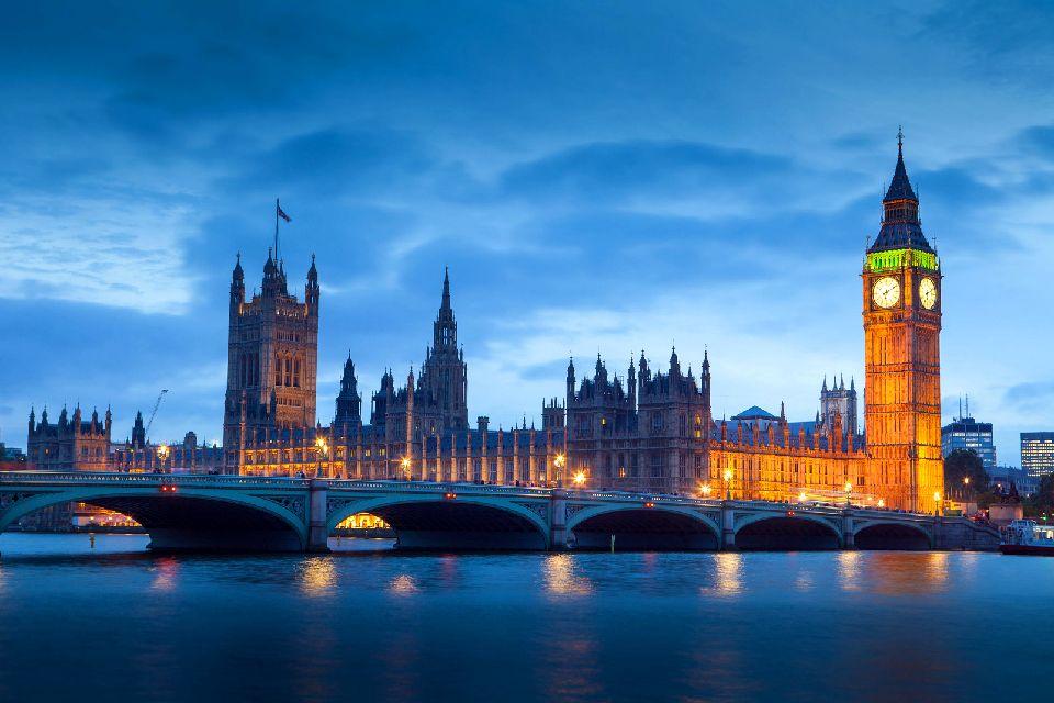 Le Palais de Westminster , Une apparition fantastique , Royaume-Uni