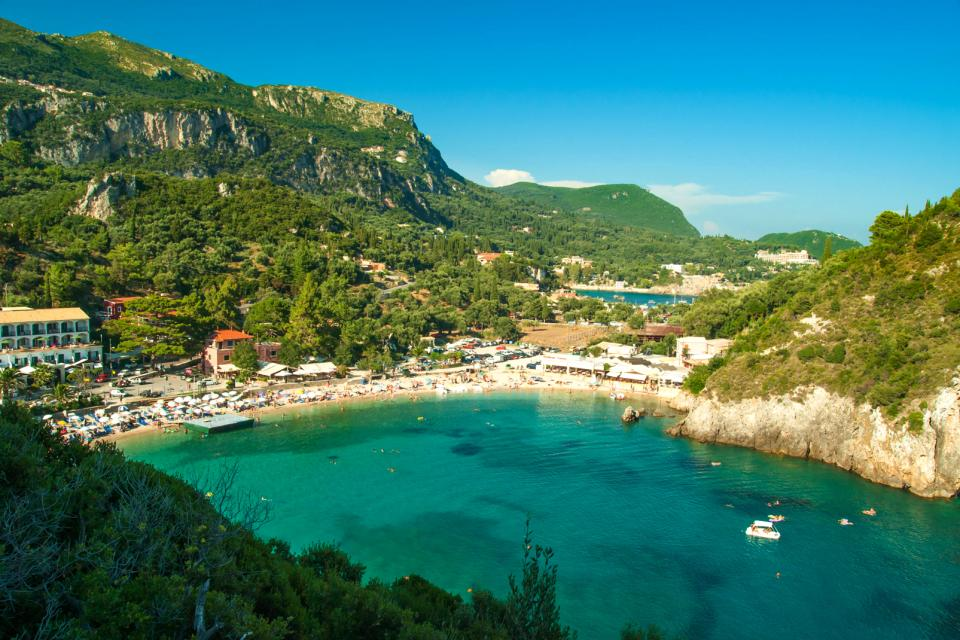 La plage de Paleokastritsa à Corfou , Grèce