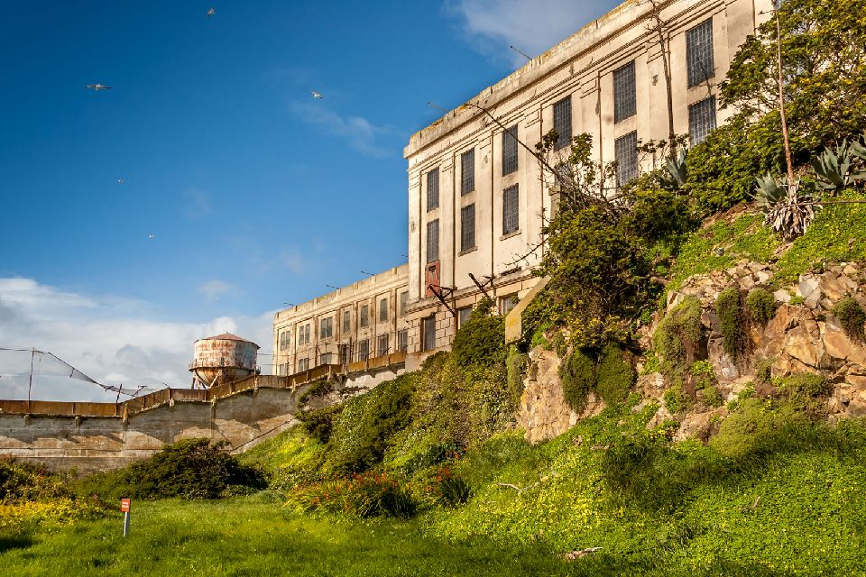 La prison d'Alcatraz , On croirait apercevoir les gardiens , Etats-Unis