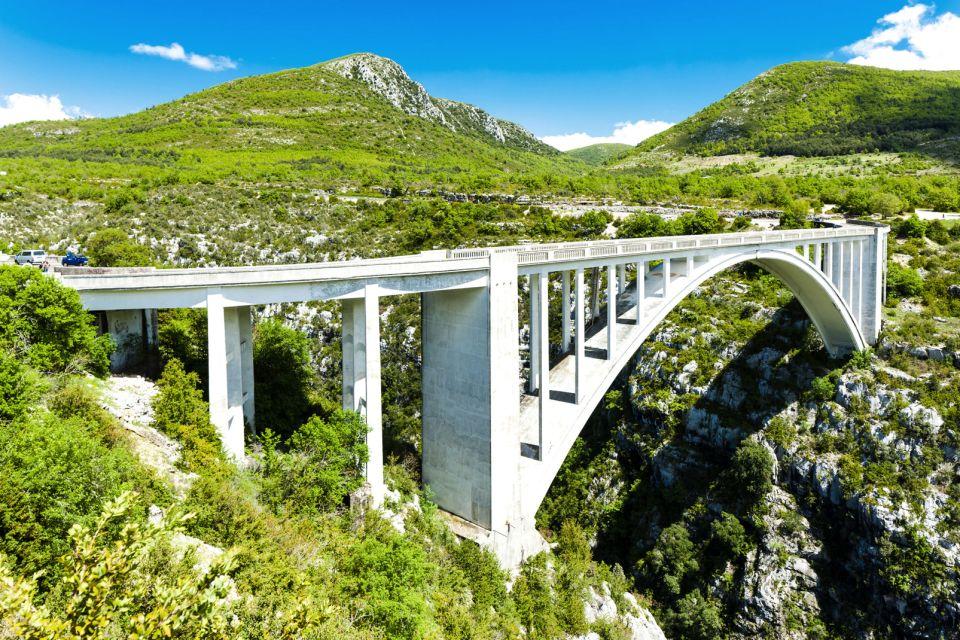Un pont, des sauts, Les Gorges du Verdon, La faune et la flore, Frejus, Provence Alpes Côte d'Azur