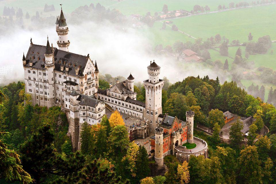 Le château de Neuschwanstein , Vue aérienne du château , Allemagne