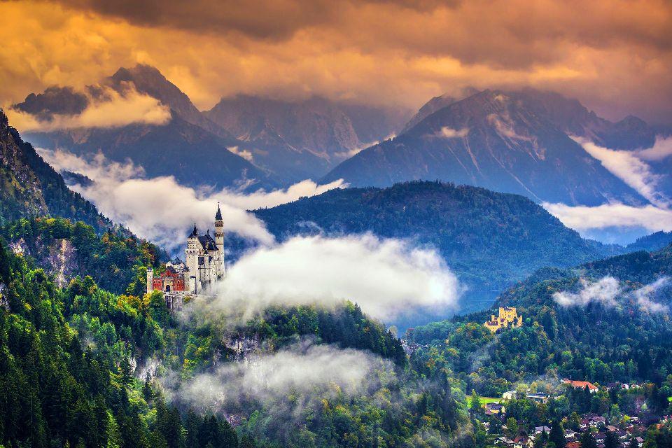 Le château de Neuschwanstein , Au coeur d'un magnifique paysage , Allemagne