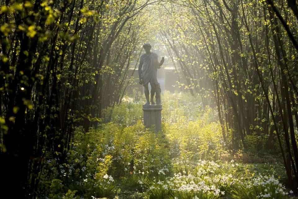 Sissinghurst Castle Garden , Un jardin, des statues , Royaume-Uni