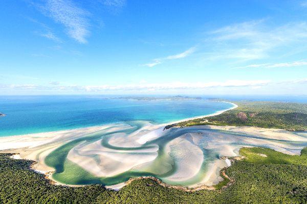 Whitehaven Beach dans le Queensland , Australie