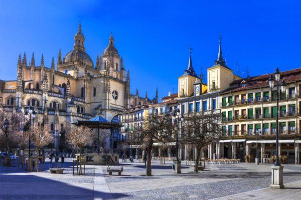 Les arts et la culture, Castille-et-Léon Espagne Ségovie plaza Mayor mairie cathédrale religion place.
