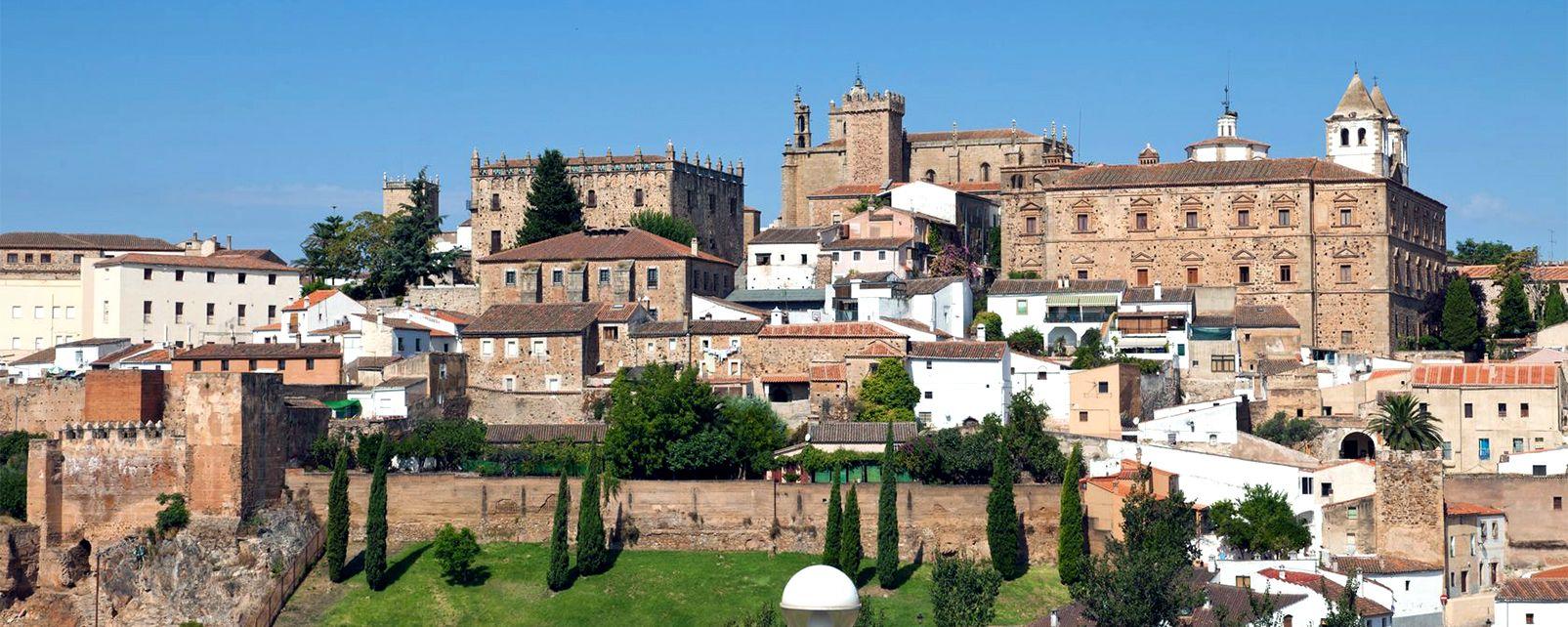 La vieille ville de Caceres , Espagne