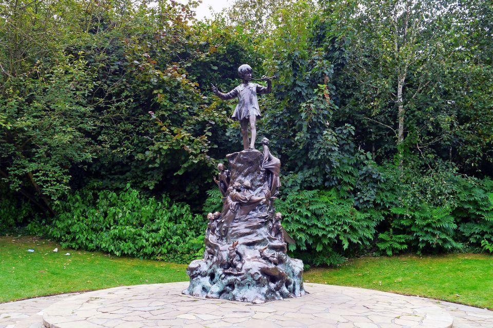 Les parcs naturels et jardins, Royaume-Uni Angleterre Londres jardin Kensington Hyde park parc peter pan statue art