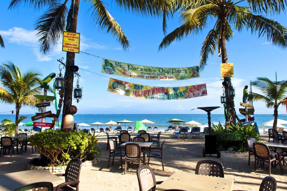 Les activités et les loisirs, Cabarete République Dominicaine Caraïbes mer océan plage palmiers transats chaises tables sable