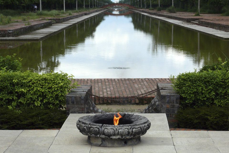 Les arts et la culture, Népal Lumbini Rummindei site sacré bouddha bouddhisme Rupandehi flamme