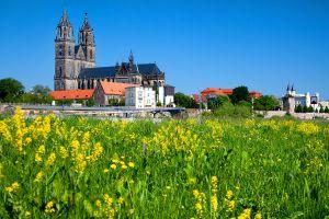 Les monuments, Cathédrale gothique Magdebourg Allemagne Saxe-Anhalt Europe verdure