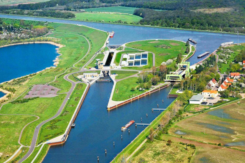 Les sorties, Pont Canal Magdebourg Allemagne Saxe-Anhal Europe fleuve rivière verdure maisons
