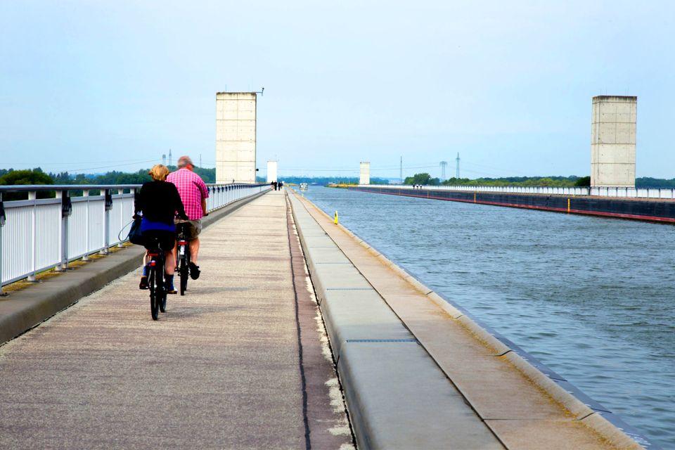Les sorties, Pont Canal Magdebourg Allemagne Saxe-Anhal Europe fleuve rivière vélo gens cyclistes Elbe