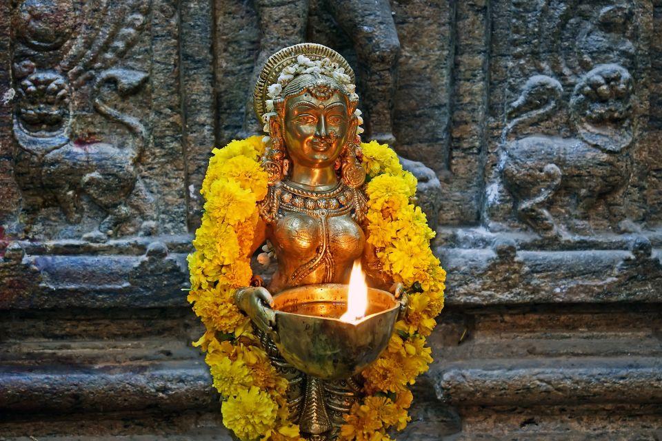 Les monuments, Inde, Asie, Madurai, Meenakshi Amman Kovil, Meenakshi Amman Temple, Sundareswarar, Temple, religion, indouhisme, Tamil Nadu, temple, Tiru-aalavaai, offrande, fleur