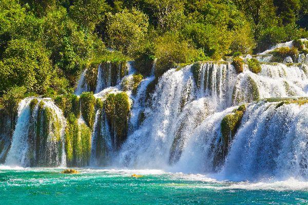 Il parco nazionale di Krka , Una pittoresca veduta su una cascata di Krka , Croazia