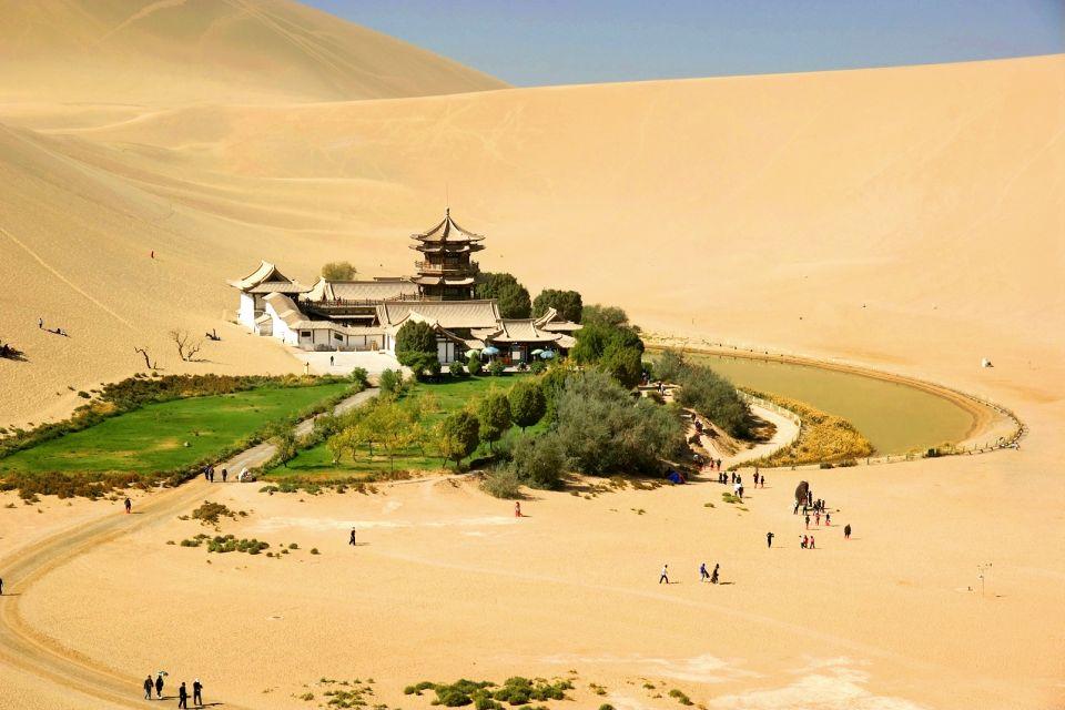 Dunhuang et les dunes du lac du croissant de Lune, Dunhuang et les dunes du lac du croissant de lune, Les paysages, Les provinces de l'Ouest