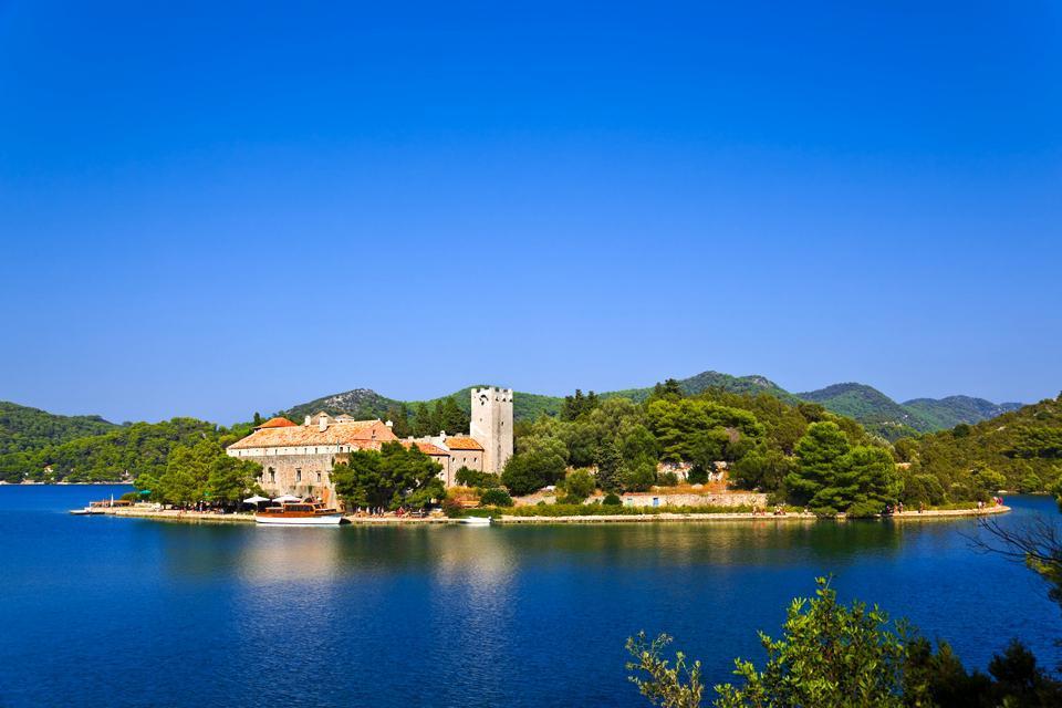 Le isole , Un'isola e il suo villaggio in Croazia , Croazia