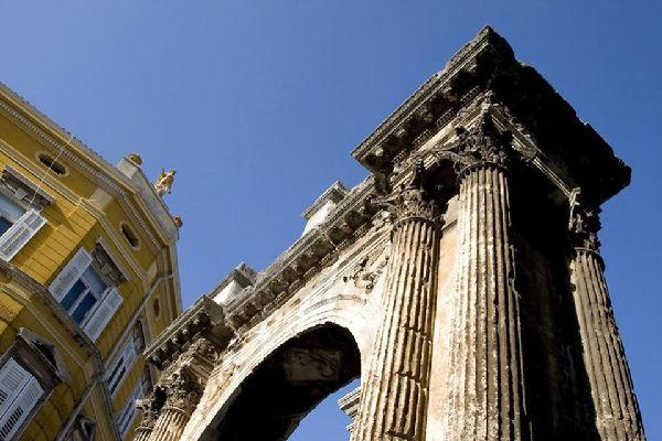 Le vestigia romane , L'arco dei Sergii, Pola, Croazia , Croazia