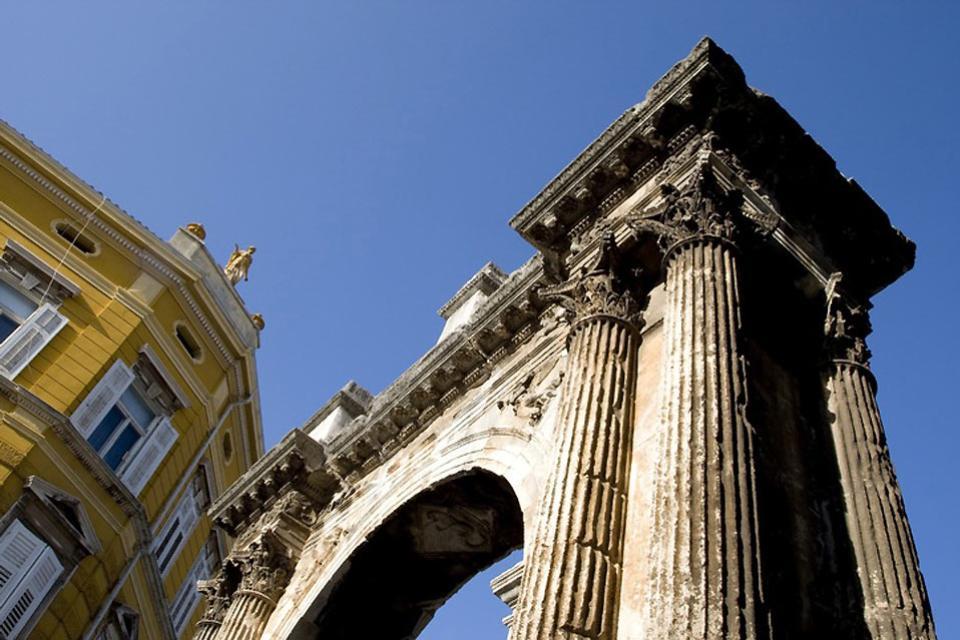 Les vestiges romains , L'arc des Sergii, Pula, Croatie , Croatie