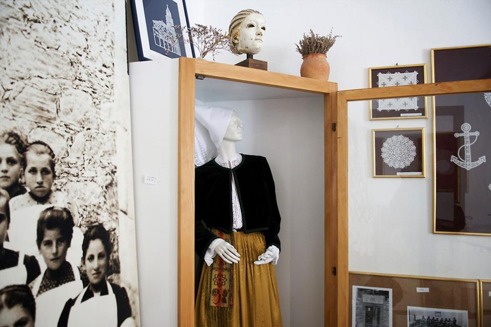 La dentelle de Pag , Le musée de la dentelle sur l'île de Pag , Croatie