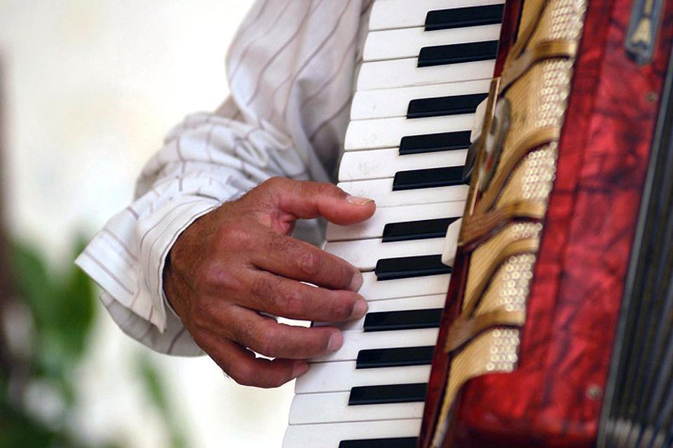 La música afrocubana , Los instrumentos africanos. , Cuba