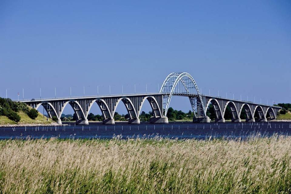 El camino costero de Seeland , El puente de la reina Alejandrina de perfil , Dinamarca