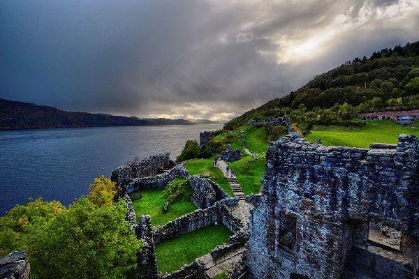 Le Loch Ness , Le château d'Urquhart au bord du Loch Ness , Royaume-Uni