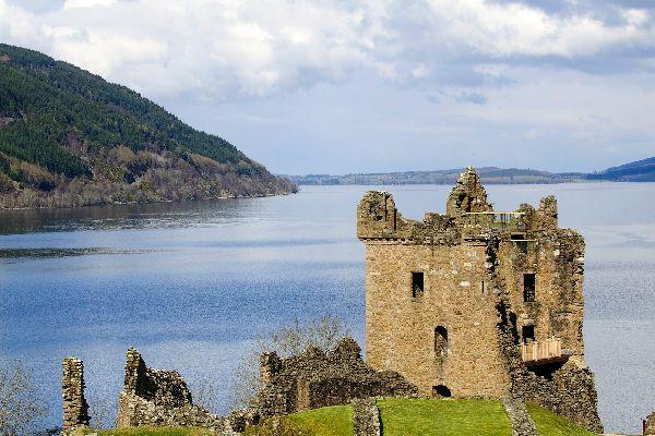 Le Loch Ness , Histoire sur les rives du lac , Royaume-Uni