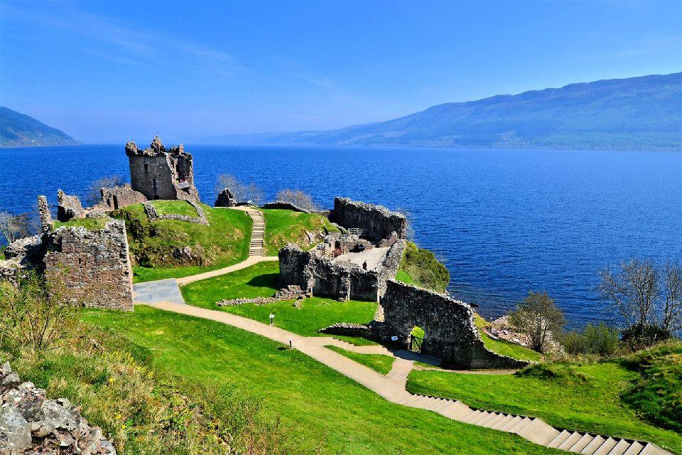 El lago Ness , El Lago Ness en las Tierras Altas de Escocia , Reino Unido