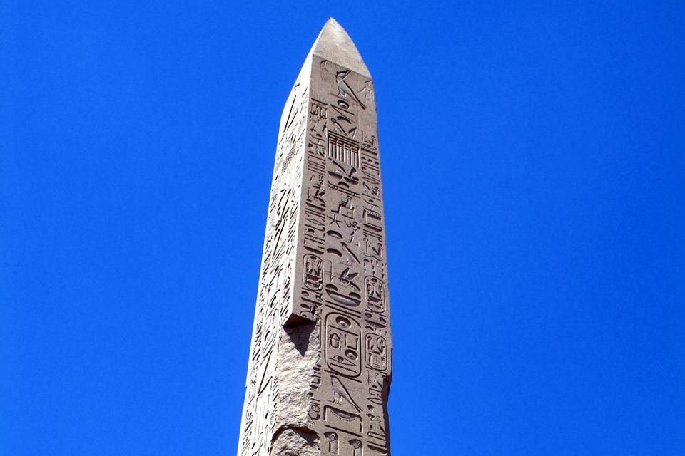 Un obelisco del tempio di Amon, Luxor, I siti, Egitto