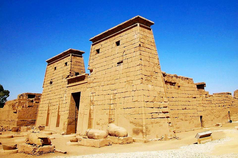 The Nile temples , Egypt