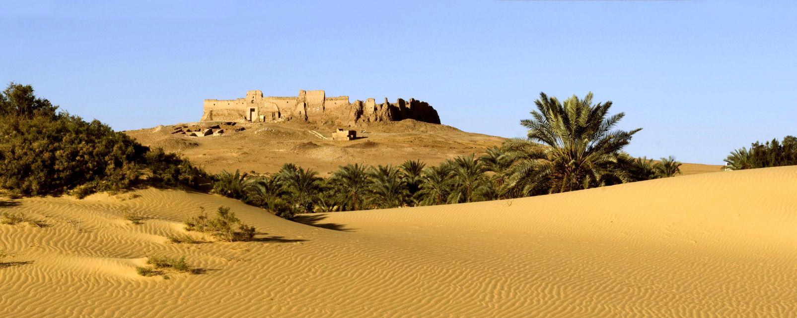 Les sites, Africa//Afrique, castle//chateau, desert, dryness//sec, dunes//dunes, Egypt//Egypte, Middle-East//Moyen-Orient, outside//exterieur, perspective//perspective, sand//sable