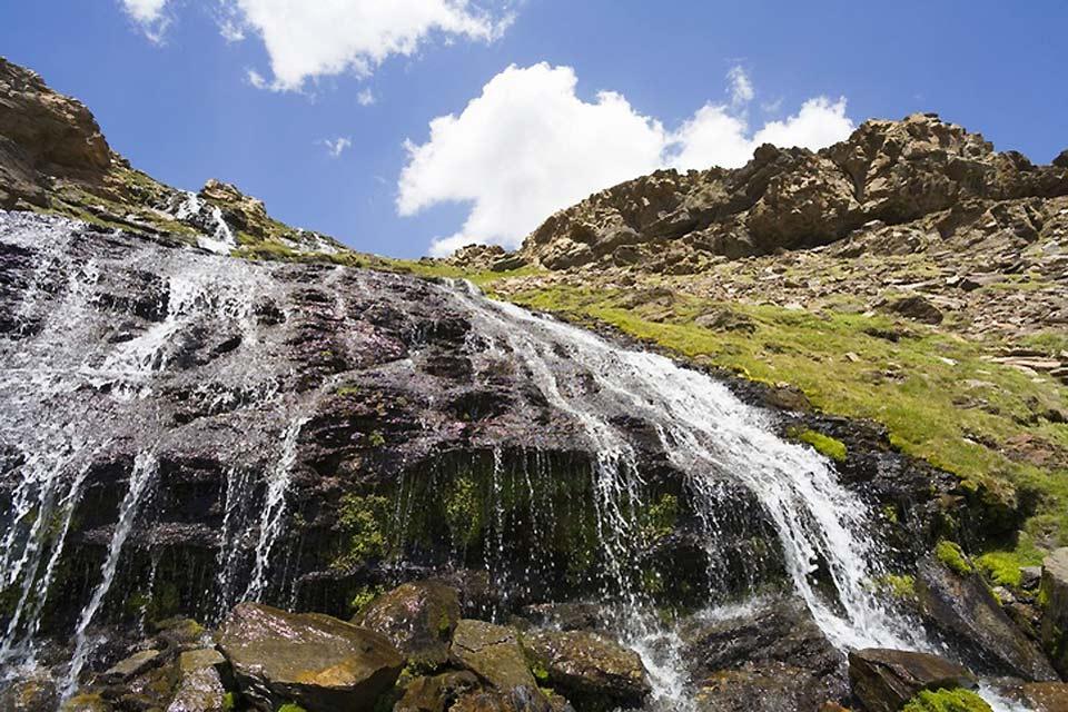 Parc National de la Sierra Nevada , Chute d'eau au Sierra Nevada , Espagne