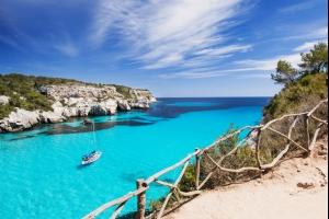 Séjour aux îles Baléares : dès 300€ la semaine à Minorque, vol A/R et hôtel avec piscine inclus !