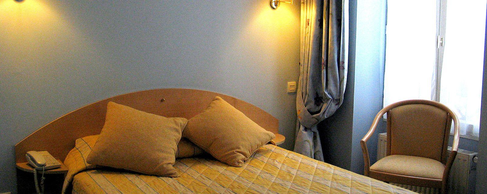 hotel france albion in paris. Black Bedroom Furniture Sets. Home Design Ideas