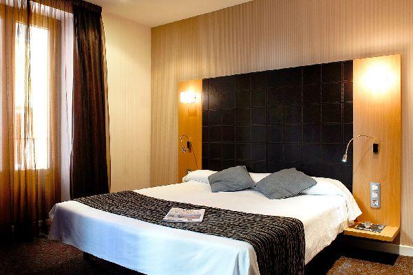 Hotel petit palace puerta del sol in madrid for Posada puerta del sol