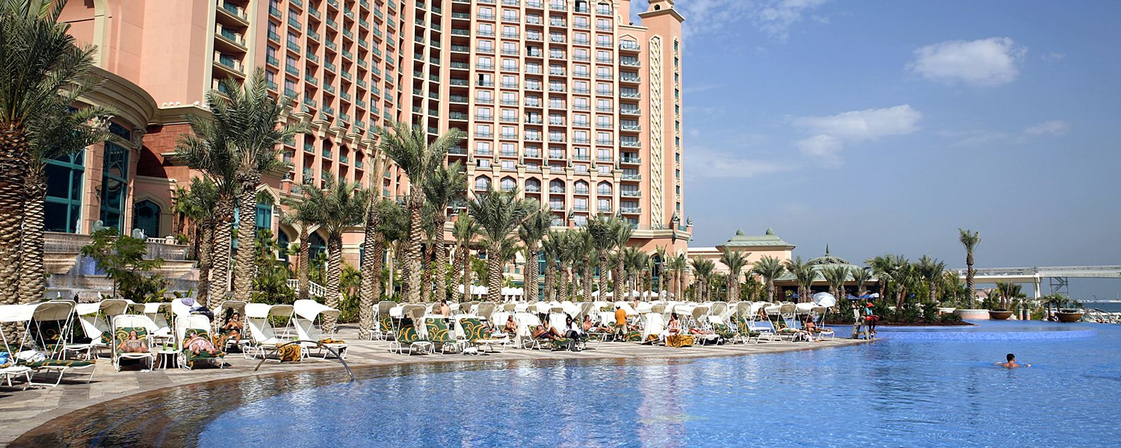 Hotel atlantis the palm in dubai united arab emirates for Atlantis piscine