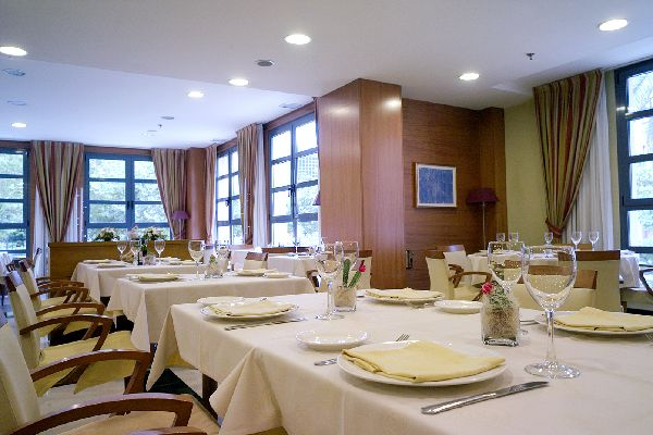 H tel husa serrano valence for Hotel design valence