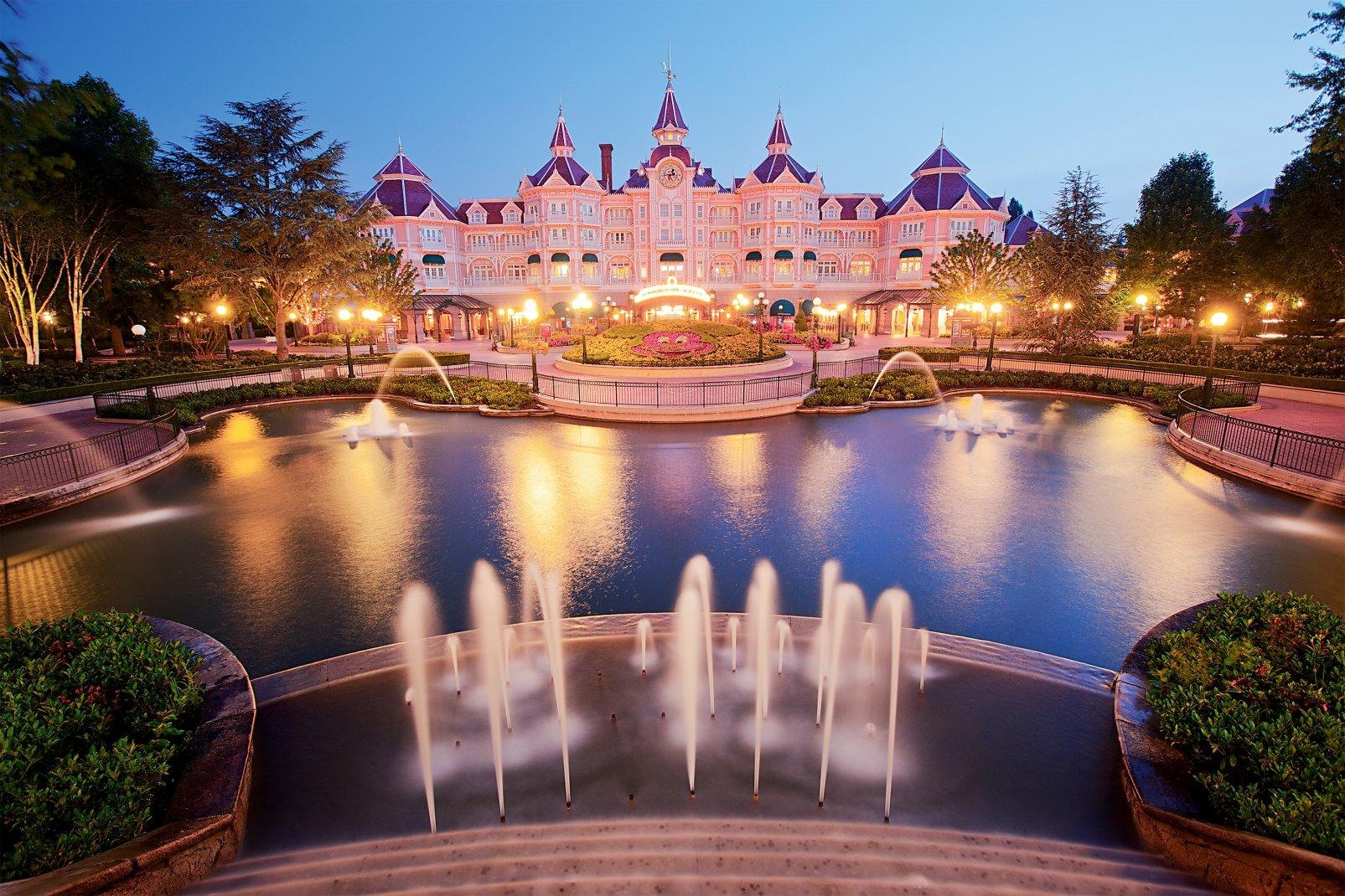 Disneyland® Hôtel - Jusqu'à -30% sur votre séjour + 100 euros de CARTE CADEAU OFFERTS*! - 1