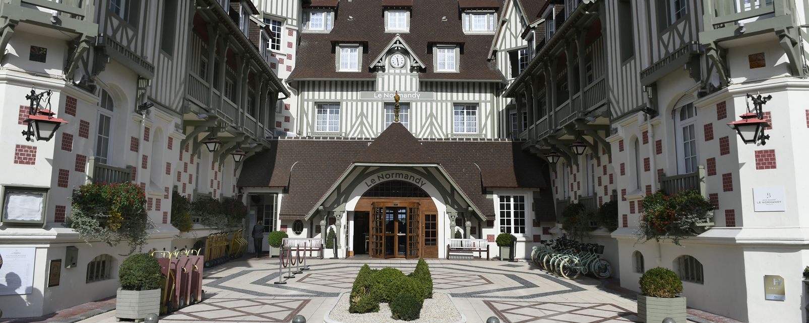 Hotel barri re le normandy deauville in for Hotels barriere