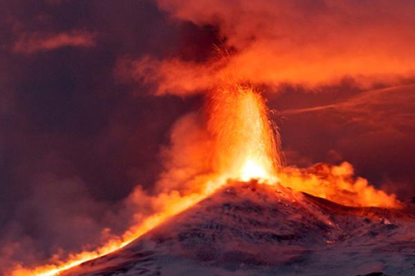 Eruption d'un volcan en Indon�sie