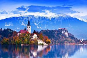 Europe, Slovénie, Bled, lac, montagne, ciel, arbre, forêt, St Marys, église, île,