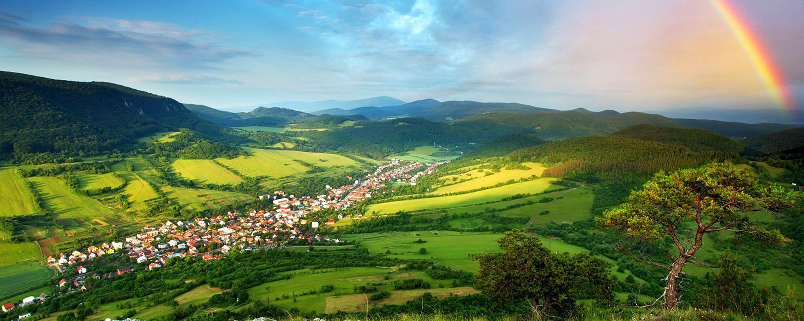 Europe, Slovaquie, village, arc en ciel, montagne, arbre, rocher, maison, ciel,