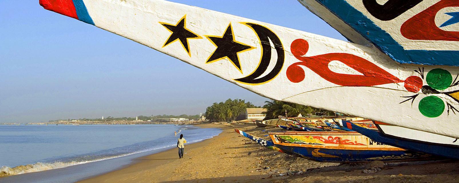 Afrique, Sénégal, M'Bour, port, pêche, plage, bateau, pirogue, canot,
