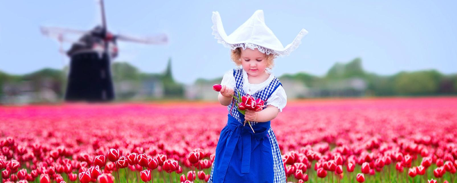 Europe, Pays-Bas, Amsterdam, fillette, champ, tulipe, moulin à vent, costume traditionnel,